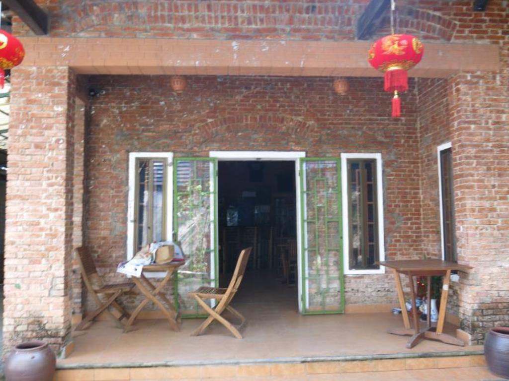 Oasis Bar and Hostel Huế